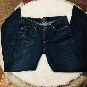 "Old Navy ""the flirt""  jeans Size 8 NWOT"